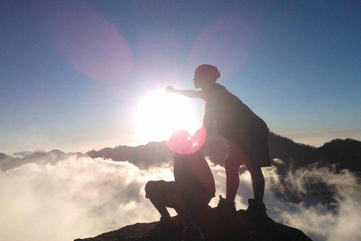 paket-pendakian-gunung-rinjani-lombok-sunset-dan-awan-ricko-rullyarto